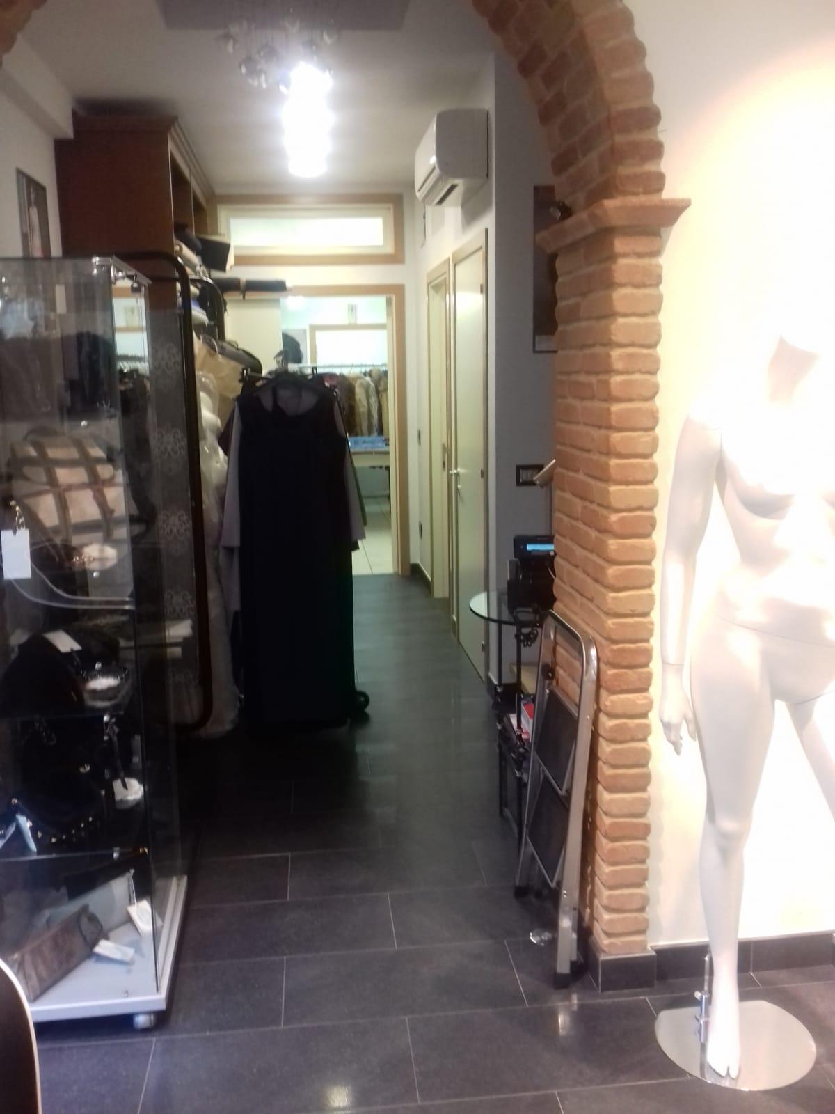 locale uso ufficio, negozio in via roma LCM00036 - Agenzia ...